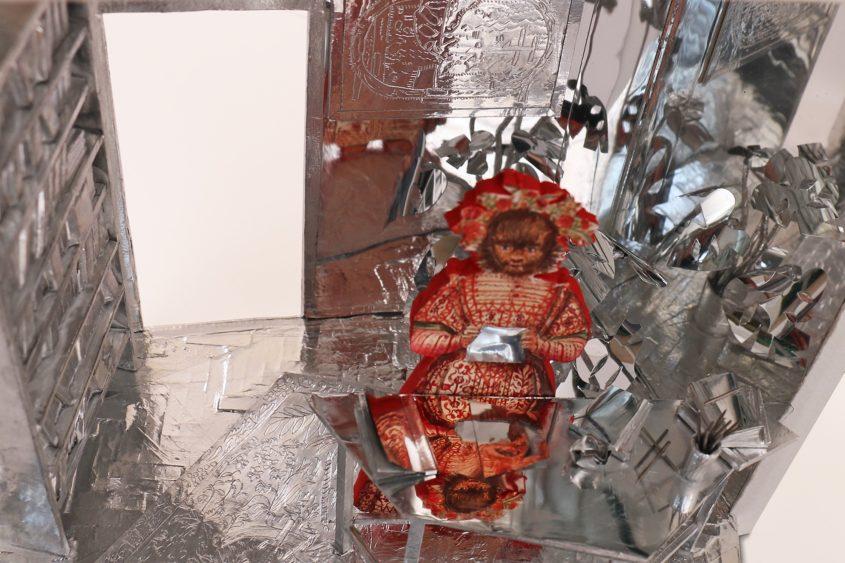 hölgy lady box installation art artist marina sztefanu contemporary art budapest hungary